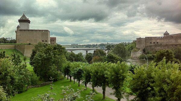 Замок Германа Нарвы и Ивангородская крепость на берегах реки Нарва