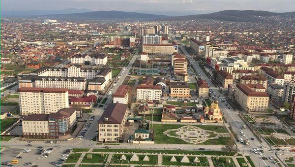 Вид на церковь Архангела Михаила в центре Грозного с башни Грозный -Сити