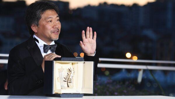 Режиссер Хирокадзу Корэеда на фотосессии победителей в рамках церемонии закрытия 71-го Каннского международного кинофестиваля. 19 мая 2018
