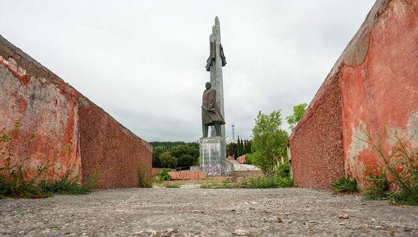 Памятник В. И. Ленину, МДЦ Артек
