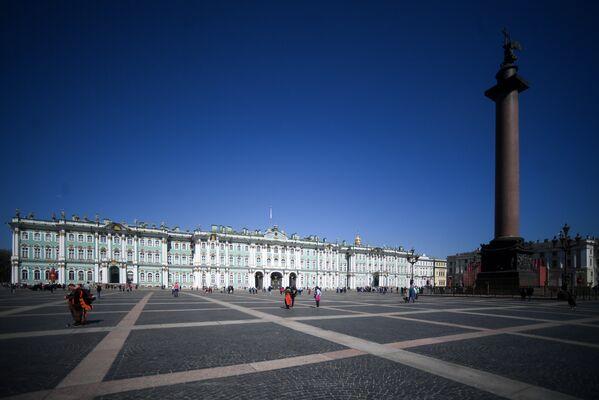 Здание Эрмитажа на Дворцовой площади в Санкт-Петербурге