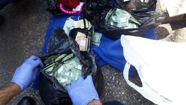 Сумка с деньгами, найденная при обыске машины Фатимы Отман