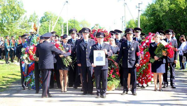 Похороны старшего сержанта полиции Кайрата Рахметова, погибшего при нападении на храм Архангела Михаила в Грозном. 22 мая 2018