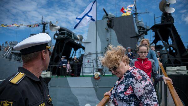 Показ боевых кораблей Черноморского флота РФ в Севастополе