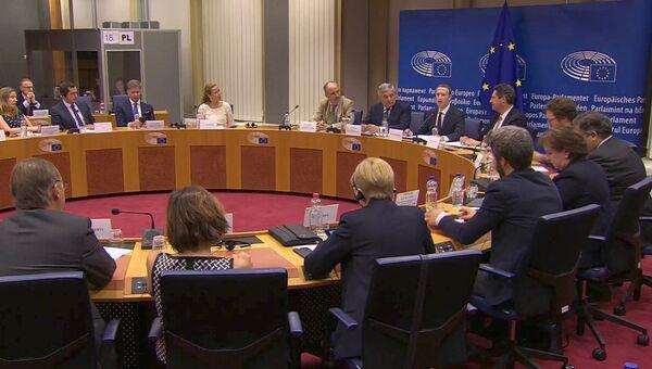 Генеральный директор Facebook Марк Цукерберг в Европарламенте в Брюсселе отвечает на вопросы о ненадлежащем использовании миллионов данных пользователей. 22 мая 2018