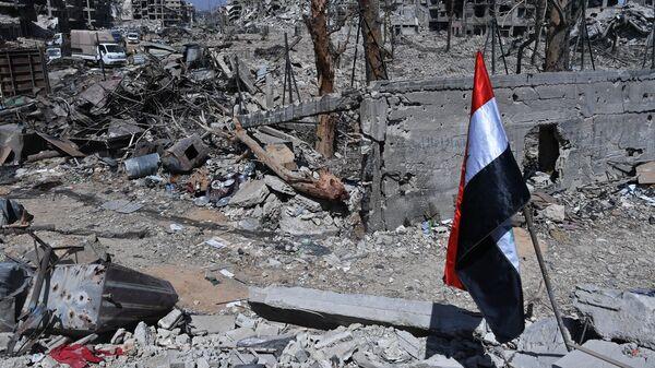 Разрушенные здания на территории бывшего лагеря палестинских беженцев Ярмук в Сирии