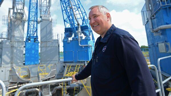 Дмитрий Рогозин на стартовом комплексе во время рабочей поездки на космодром Восточный. Архивное фото