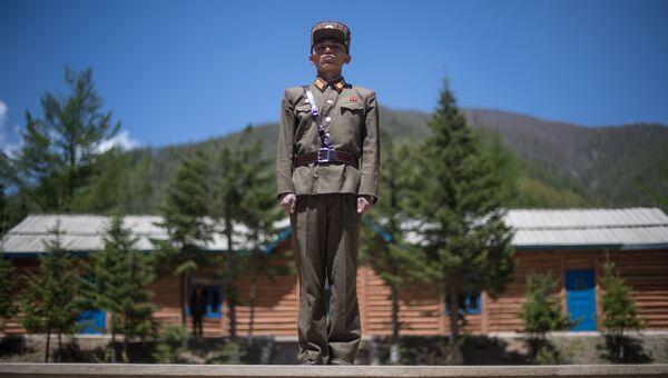 Военнослужащий на ядерном полигоне Пхунгери на севере КНДР. Архивное фото
