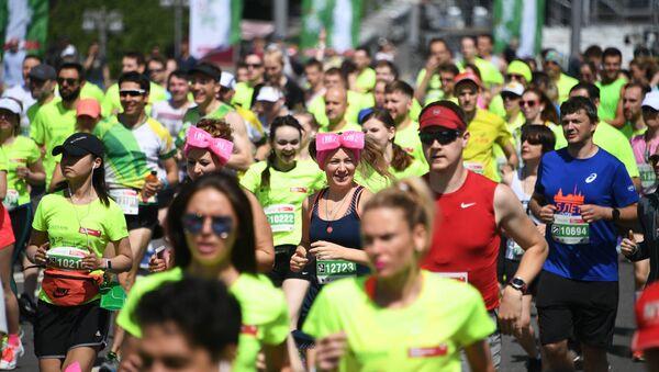 Участники благотворительного зелёного марафона Бегущие сердца в Москве. 27 мая 2018