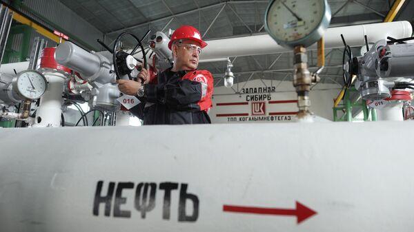 Пункт подготовки нефти компании Лукойл в Ханты-Мансийском автономном округе. Архивное фото