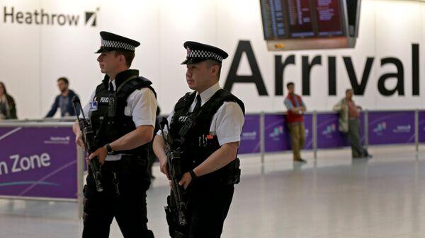 Полицейские в аэропорту Хитроу. Архивное фото
