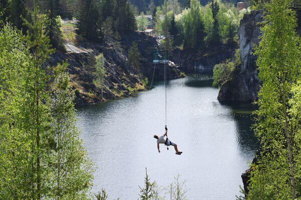 Zip-line в парке Рускеала