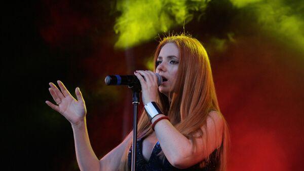 Российская исполнительница Лена Катина на концерте в Луганске. 3 июня 2018 года