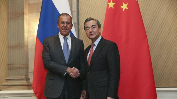 Министр иностранных дел России Сергей Лавров и глава МИД Китая Ван И