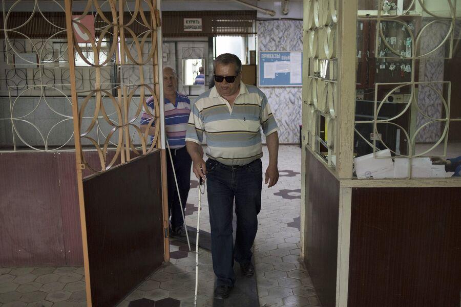 Сотрудники на проходной ООО Боровское предприятие РУСиНовоПак на улице Русинова в Ермолино