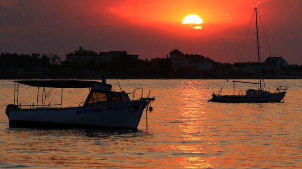 Рассвет над Евпаторийской бухтой Черного моря