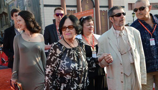 Режиссер Кира Муратова и продюсер Юрий Голубев (слева направо на первом плане) на закрытии Одесского международного кинофестиваля
