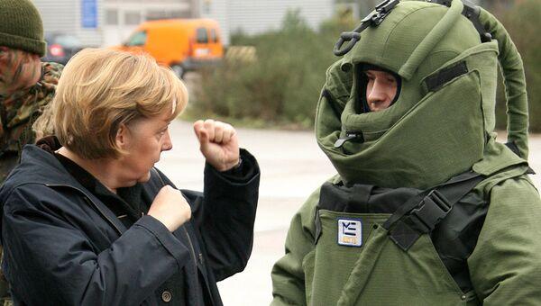 Канцлер Германии Ангела Меркель во время посещения боевой группы Бундесвера в Лецлингене. Архивное фото