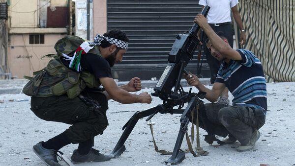 Сирийские боевики автоматическим гранатометом АГС-17 в Алеппо