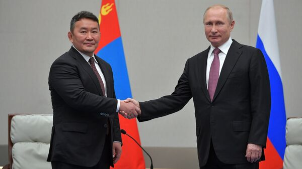 Президент России Владимир Путин и президент Монголии Халтмаагийн Баттулга. Архивное фото