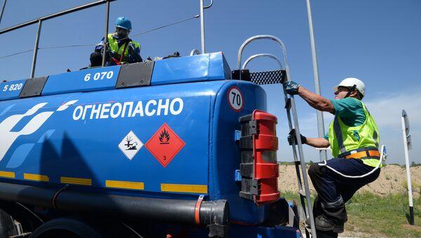 Бензовоз компании Газпром нефть. Архивное фото
