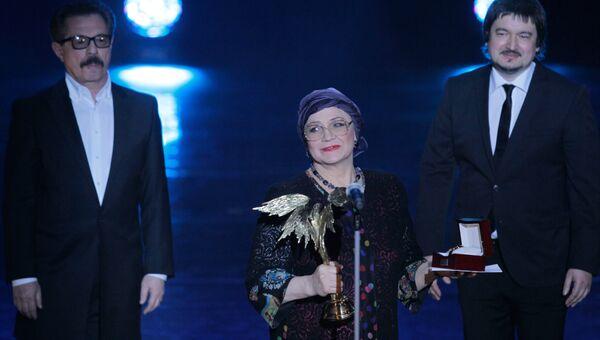 Актриса Нина Русланова на церемонии вручения Национальной премии Ника. 7 апреля 2011