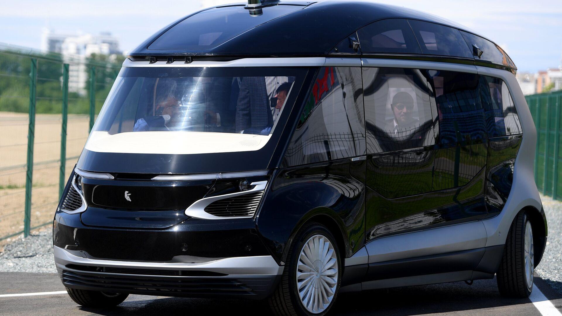 Тест-драйв прототипа беспилотного электробуса ШАТЛ, предоставленного российским производителем грузовых автомобилей Камаз, в Казани. 12 июня 2018 - РИА Новости, 1920, 31.07.2020