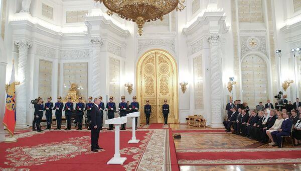 Президент РФ Владимир Путин выступает на церемонии вручения Государственных премий 2017 года за выдающиеся достижения в области науки и технологий, литературы и искусства, гуманитарной деятельности. 12 июня 2018