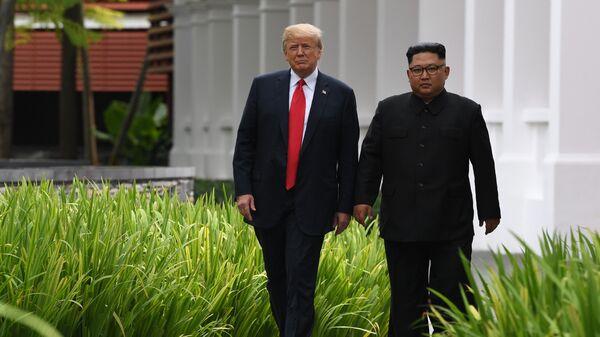Президент США Дональд Трамп и лидер КНДР Ким Чен Ын