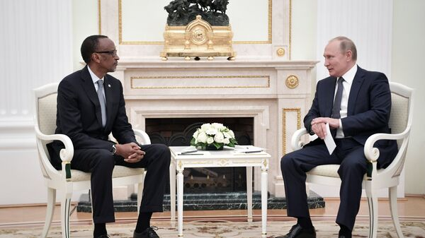 Президент России Владимир Путин и президент Руанды Поль Кагаме во время встречи. Архивное фото