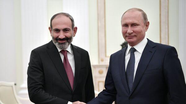 Владимир Путин и премьер-министр Армении Никол Пашинян во время встречи. 13 июня 2018