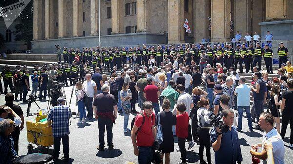 Акция протеста у здания парламента Грузии на проспекте Руставели в Тбилиси