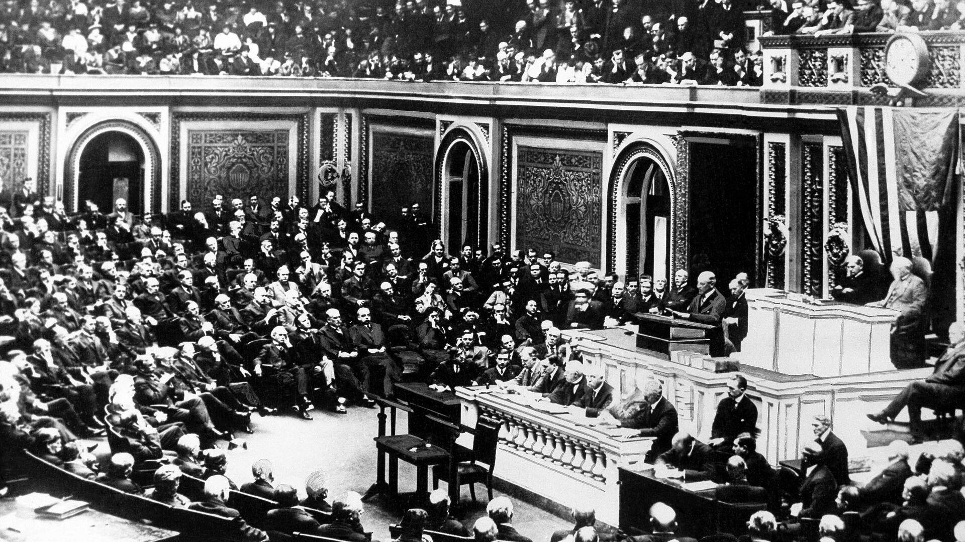 Президент США Вудро Вильсон на совместном заседании Конгресса в Вашингтоне объявляет войну Германии. 2 апреля 1917 - РИА Новости, 1920, 28.12.2020