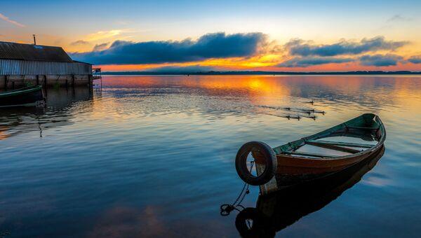Рассвет на озере Селигер. Город Осташков, Тверская область