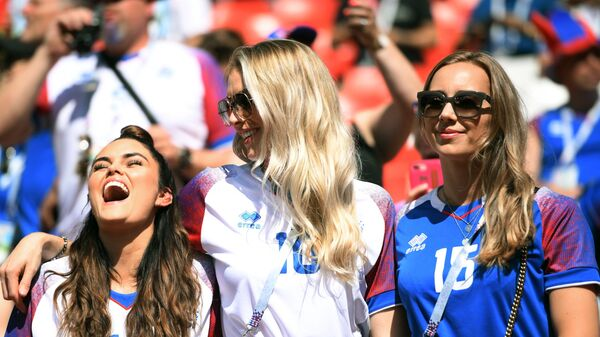 Болельщицы сборной Исландии во время матча группового этапа чемпионата мира по футболу FIFA-2018 между сборными Аргентины и Исландии