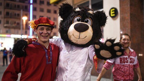 Российские болельщики празднуют победу сборной России
