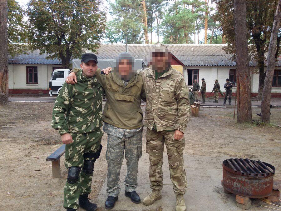 Учебные сборы в/ч 3066 (Батальон имени Кульчицкого). Слева Сергей Сановский