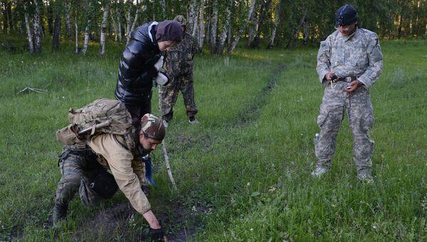 Поисковая группа во время розыска пропавшего ребенка. Архивное фото