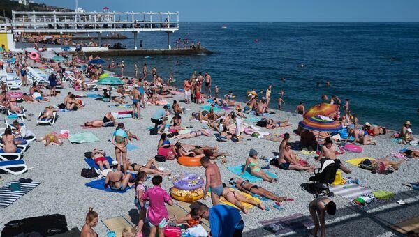Крым. Пляж. Архивное фото.