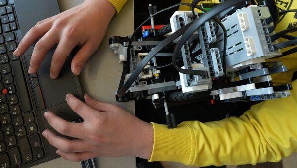 Участник робототехнической Олимпиады