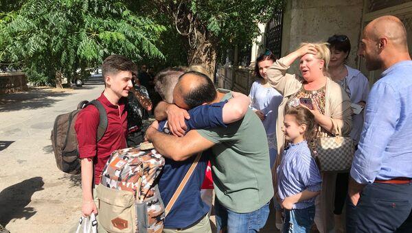 Родственницы Баракат провожают Ахмеда Баракат и детей в Россию. 28 июня 2018