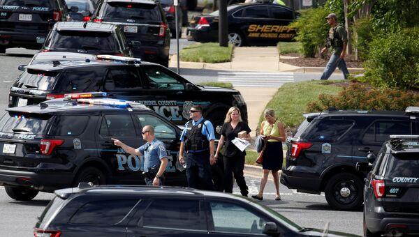 Полиция штата Мэриленд рядом с местом преступления возле гедакции газеты Capital Gazette в Аннаполисе. 29 июня 2018