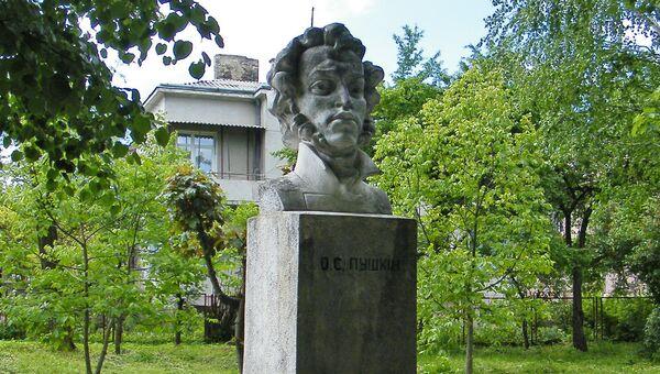 Памятник Александру Пушкину в Золочеве