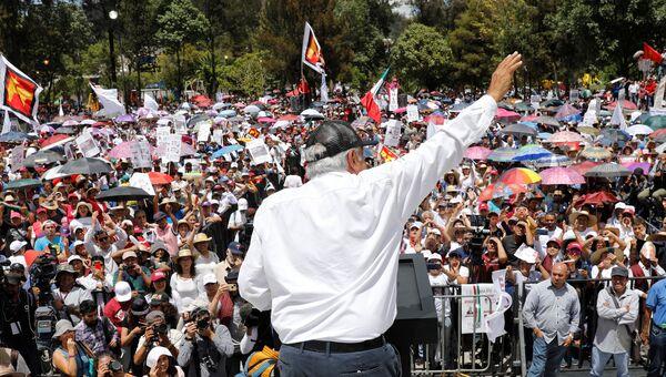Кандидат в президенты Мексики Андрес Мануэль Лопес Обрадор во время предвыборной кампании