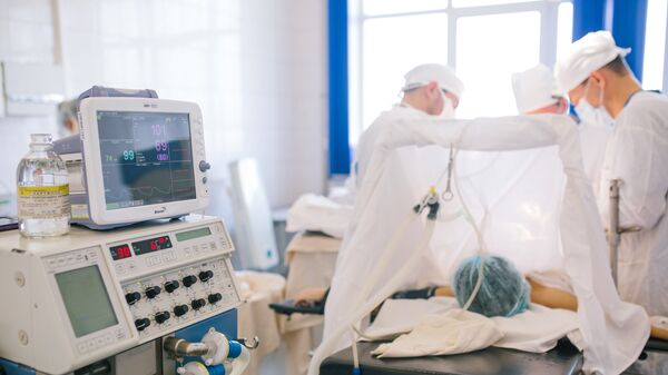 Операция по удалению злокачественной опухоли в онкологическом диспансере. Архивное фото
