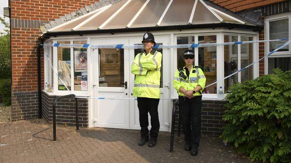 Полицейские у баптистской церкви в Эймсбери
