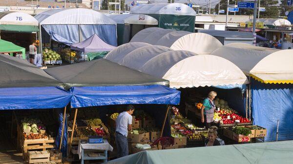 Торговля на оптово-розничном рынке Привоз в Симферополе
