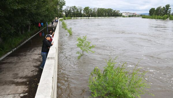 Повышение уровня воды в реке Читинка в Чите по причине дождей, выпавших в Забайкальском крае. 10 июля 2018
