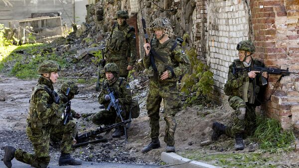 Эстонские военные во время учений