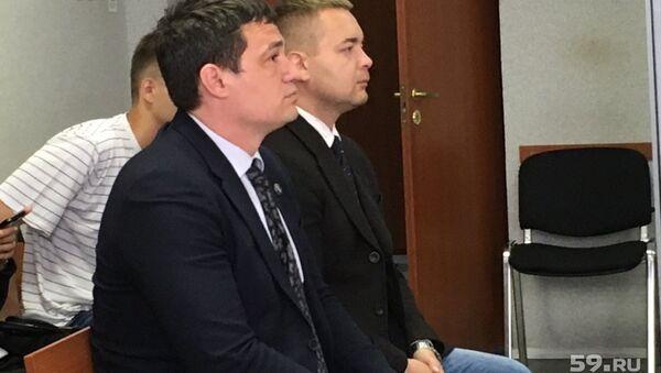 Обвиняемые в избиении DJ Smash экс-депутат заксобрания Пермского края Александр Телепнев и его друг Сергей Ванкевич в суде. Архивное фото